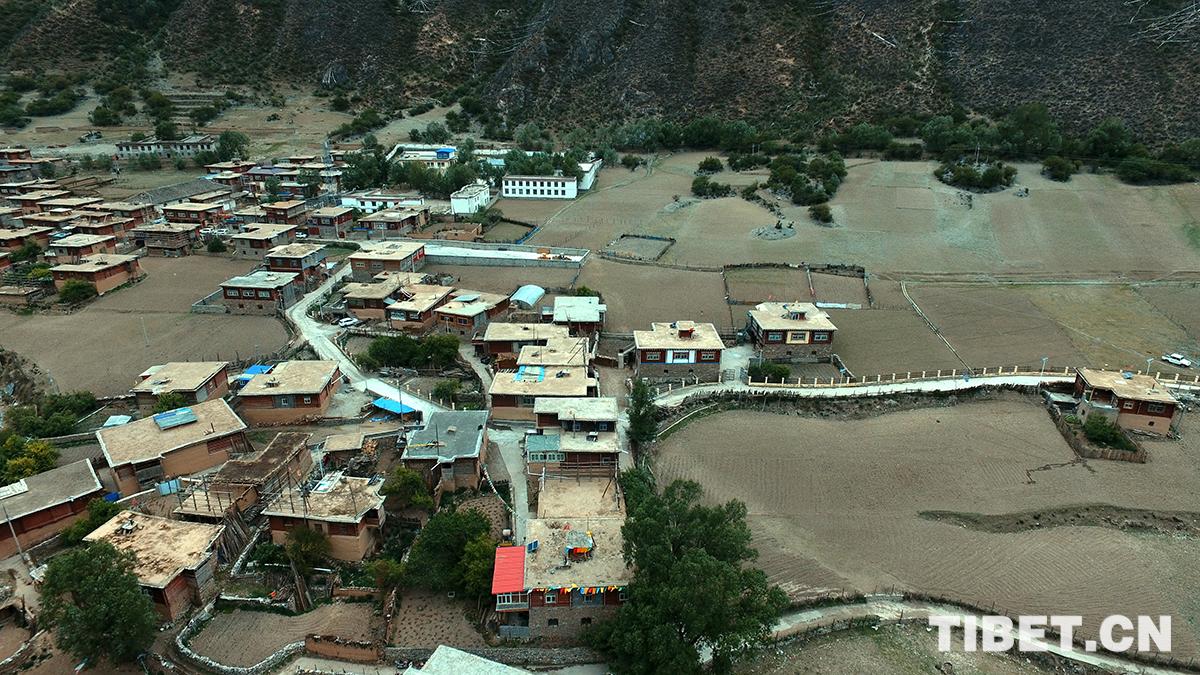 航拍西藏和平解放第一村  岗托村