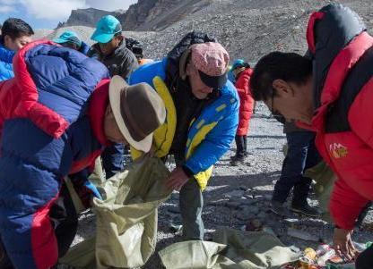 Climbers must carry trash down Mt. Qomolangma