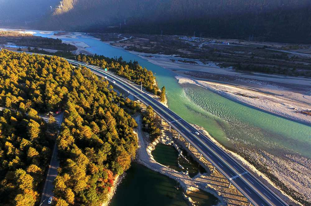 Tibet improves road maintenance