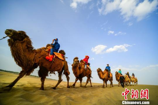 Desert tourism in NW China  enters high season