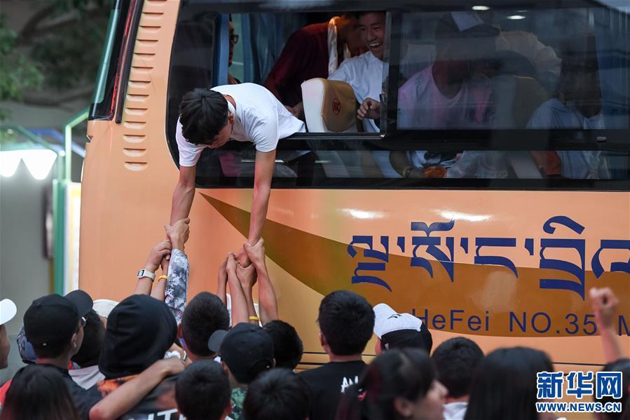 """Schüler tibetischer Klassen verabschieden sich von """"zweiter Heimat"""""""