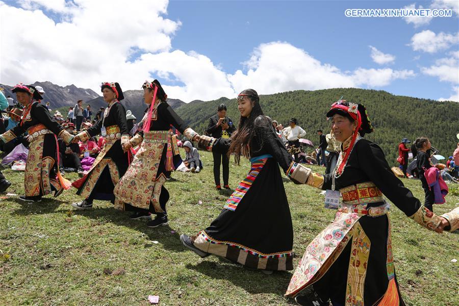 Tibetisches Ritual für Wohlstand und Ernte in Xiaojin veranstaltet