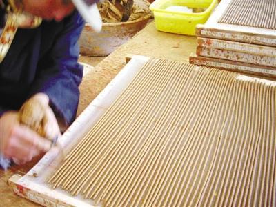 Fertigungstechniken tibetischer Räucherstäbchen von Toinba in Nyêmo