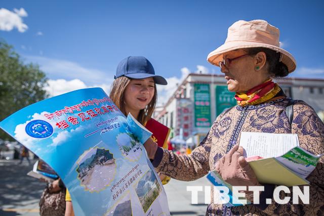 Betrachtung Tibets durch Akten
