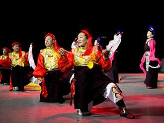 """庆七一,西藏拉萨上演""""最美夕阳红"""""""