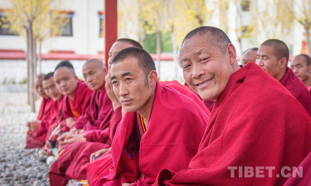 中国藏语系高级佛学院在西藏进行高级学衔班招生考试