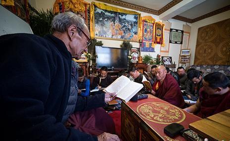 Tibetischer Mittachziger überliefert Sanskrit