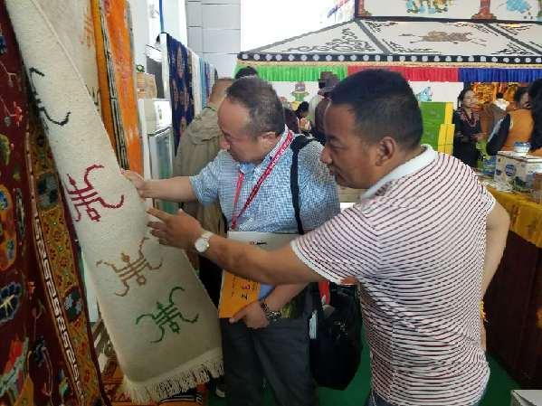 Baima-Techniken auf der Messe tibetischer Teppiche