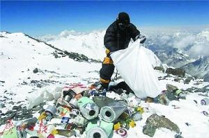 Müll sammeln auf dem Mt. Qomolangma