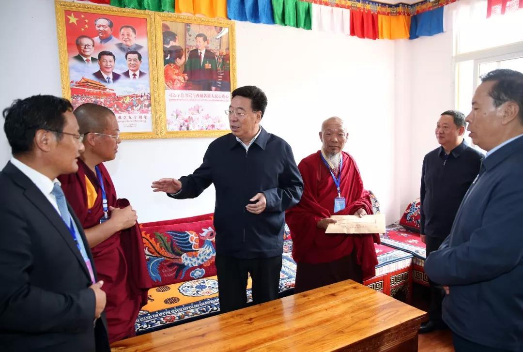 吴英杰在昌都市察雅县考察加强和创新寺庙管理工作