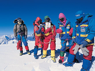珍贵史料再现中国西藏登山队成功登顶世界14座海拔8000米以上高峰壮举