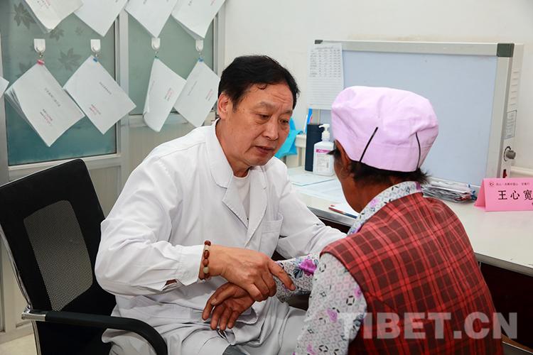 Mediziner bieten in der Gemeine Taoyan in Gannan kostenlose Untersuchungen an