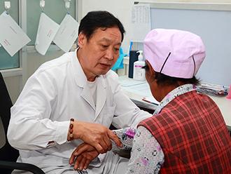 【不忘初心 回望甘南】医疗专家在洮砚乡开展义诊活动