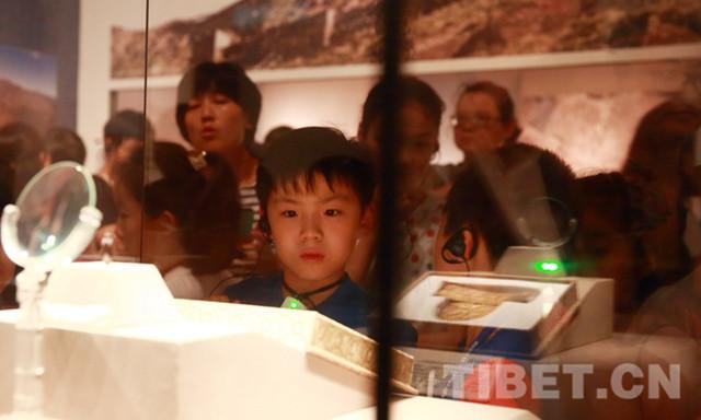 Kinder erleben tibetische Kultur im Museum