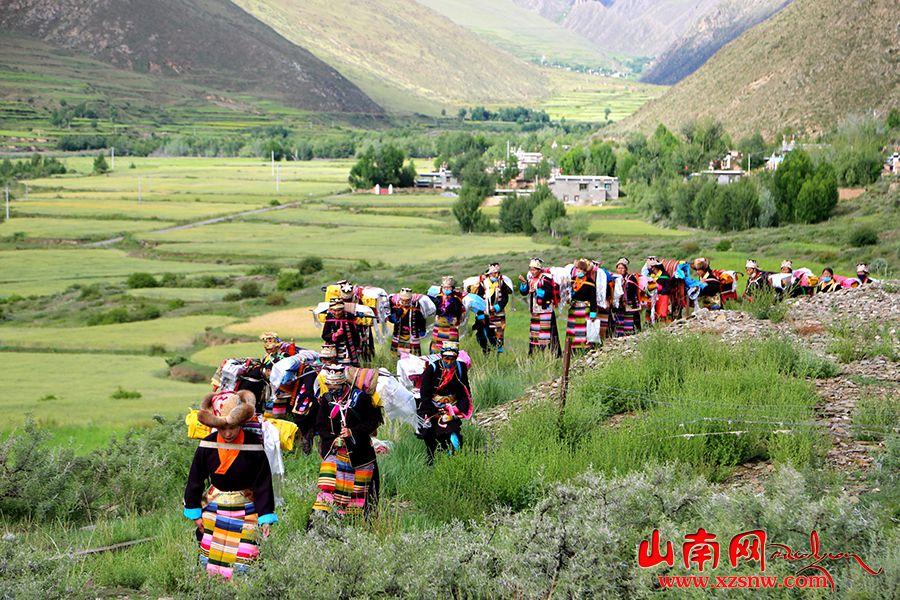 """祈盼丰收 西藏强吉村欢度""""望果节"""""""