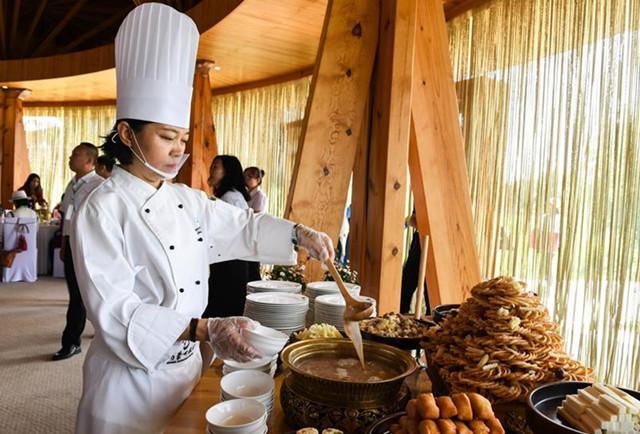 Mongolische Küche bei einer Zeremonie in Xilin Gol zubereitet