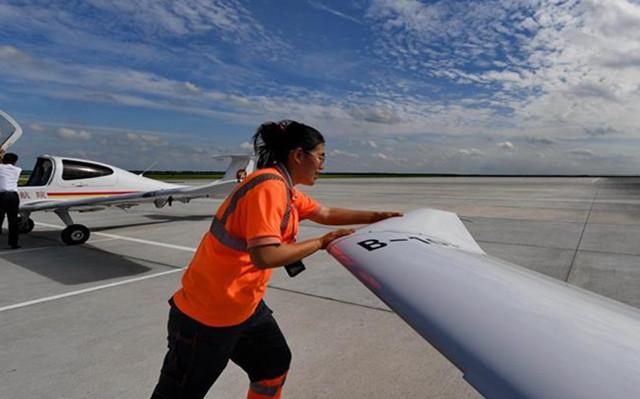 Fotogeschichte: Flugzeugwartungstechnikerin in Jilin