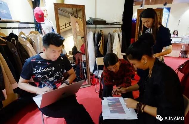 Modemarke AJ-NAMO auf Modenschau