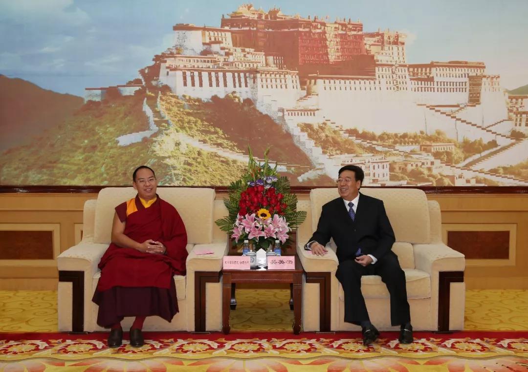 自治区党委书记吴英杰在拉萨会见了班禅额尔德尼·确吉杰布