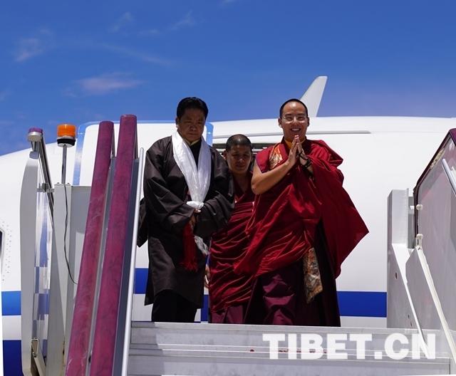 Der 11. Penchen-Lama informiert sich über buddhistische Aktivitäten
