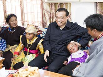 李克强考察西藏:一下飞机直奔这个村