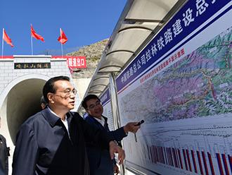李克强在西藏考察铁路施工现场:扩大有效投资加快中西部基础设施建设