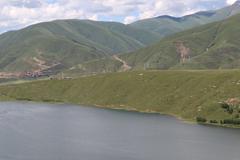 317国道上的卡萨湖