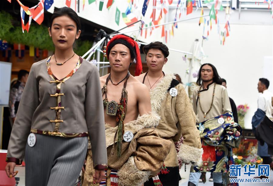 Lhasa: Show tibetischer Models