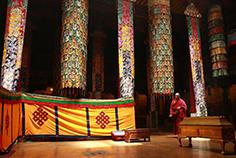 布达拉宫僧人的一天