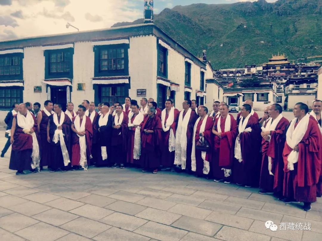 甘肃省藏传佛教代表人士考察团一行到日喀则参观考察