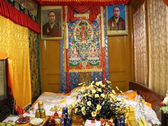 在十世班禅故居前,感受藏传佛教杰出领袖辉煌的一生