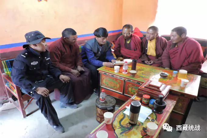 阿里地区措勤县布嘎寺管委组织驻寺干部进僧舍开展宣讲活动
