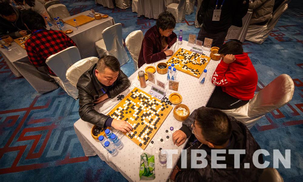 """第三十二届""""晚报杯""""全国业余围棋锦标赛首日比赛战况激烈"""