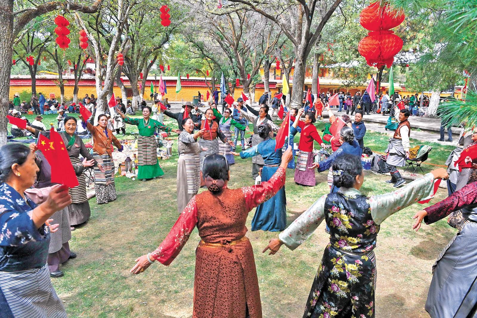 坚持党的领导 坚定不移走中国特色社会主义道路