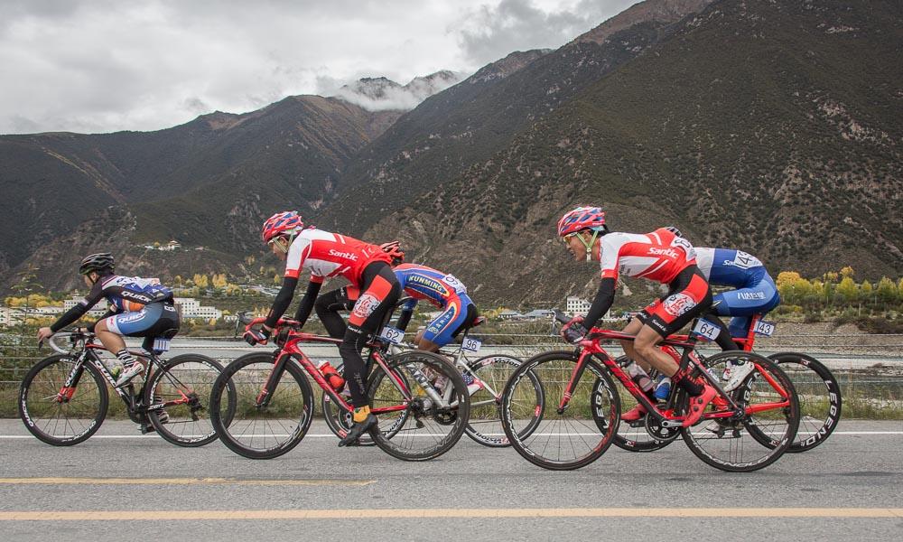 畅行秋日西藏,第二届跨喜马拉雅国际自行车极限赛第一赛段现场
