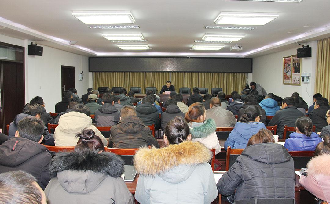 那曲市委副书记、统战部部长王亚东为统战系统党员干部讲党课