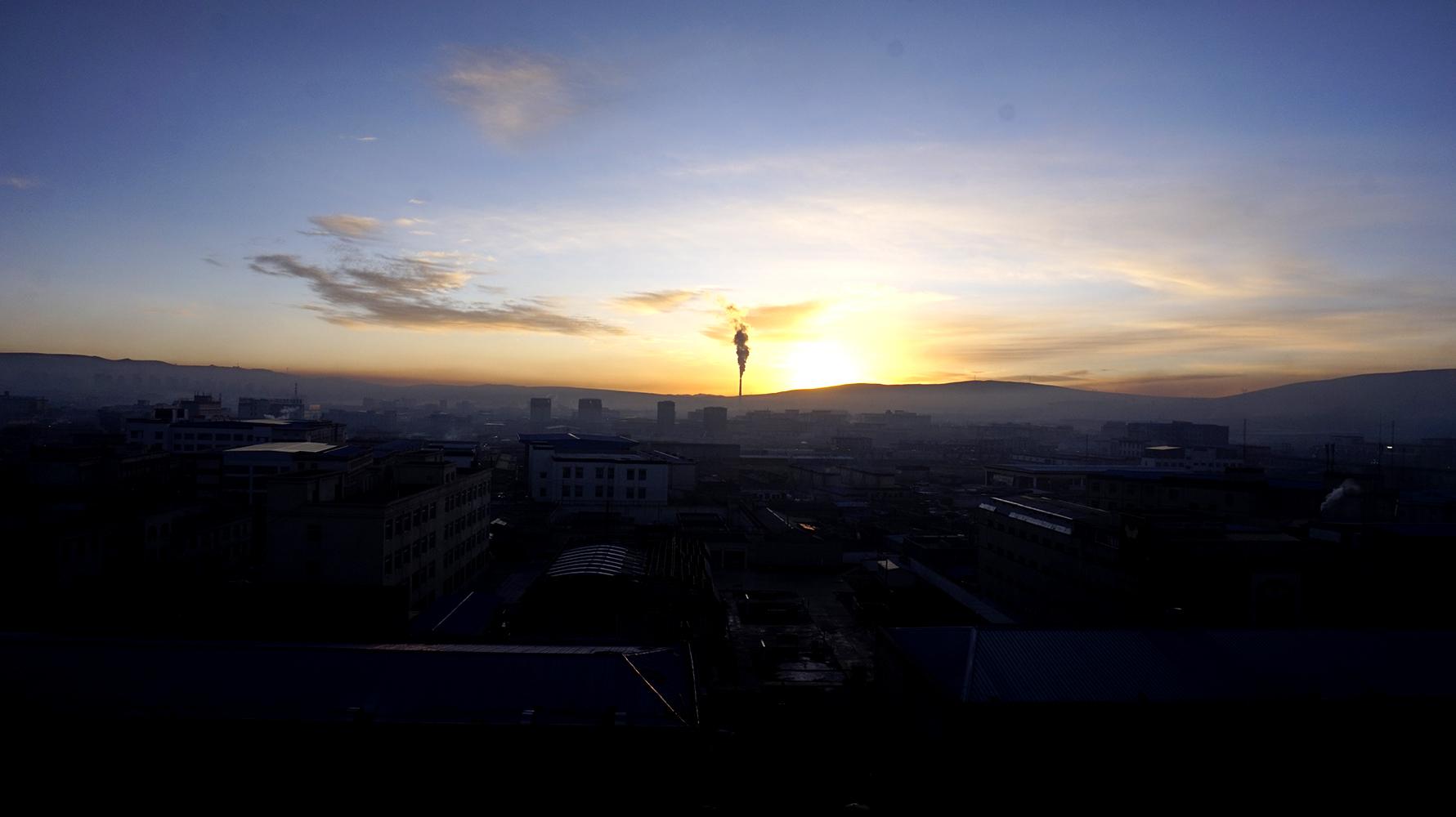 俯瞰目前全国最年轻、海拔最高的地级市那曲