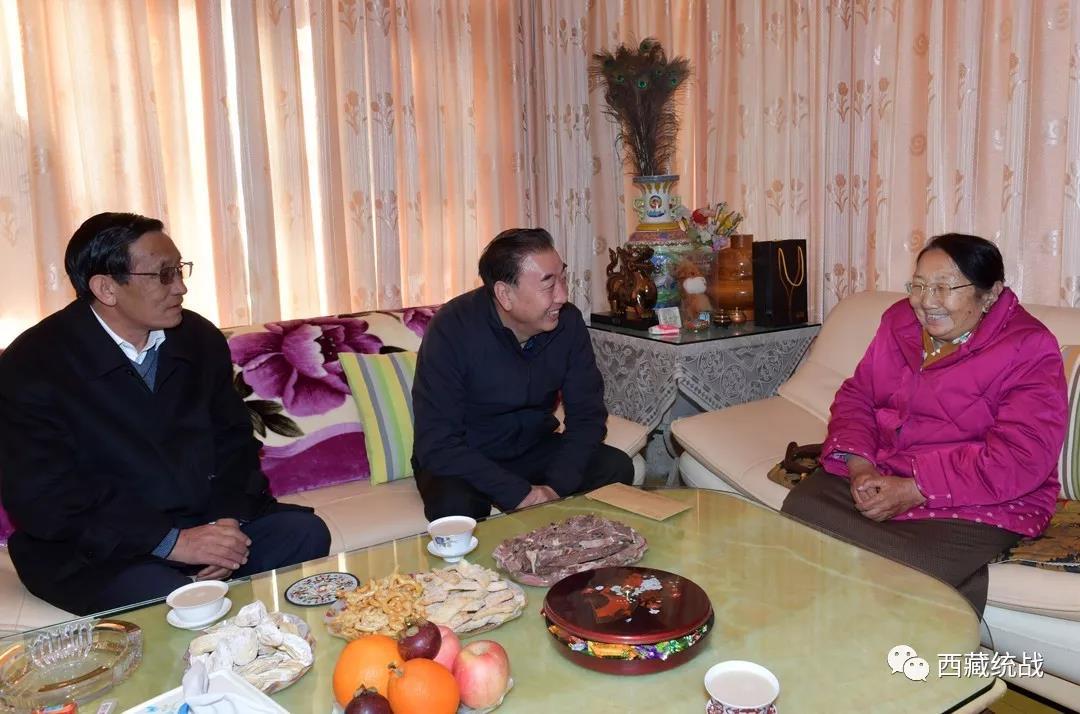 自治区领导看望慰问党外代表人士 旦科率队 洛桑久美陪同看望