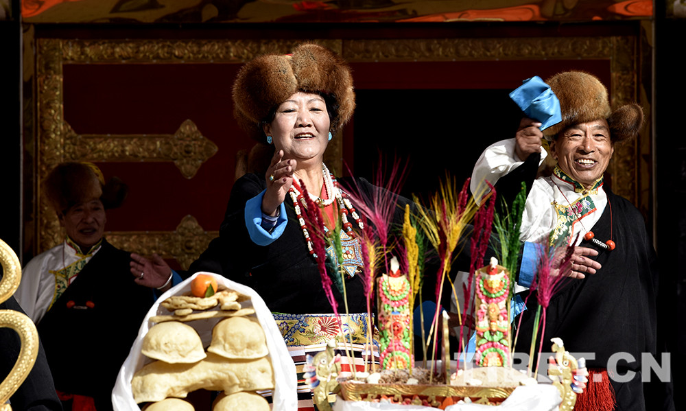 西藏群众欢度春节和藏历新年
