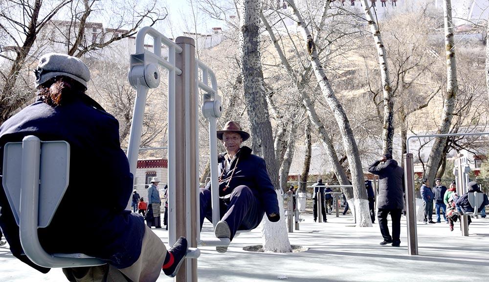 宗角禄康公园的热闹日常