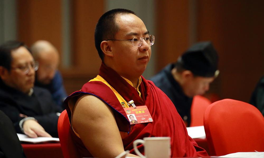 十一世班禅参加全国政协宗教界别小组讨论会