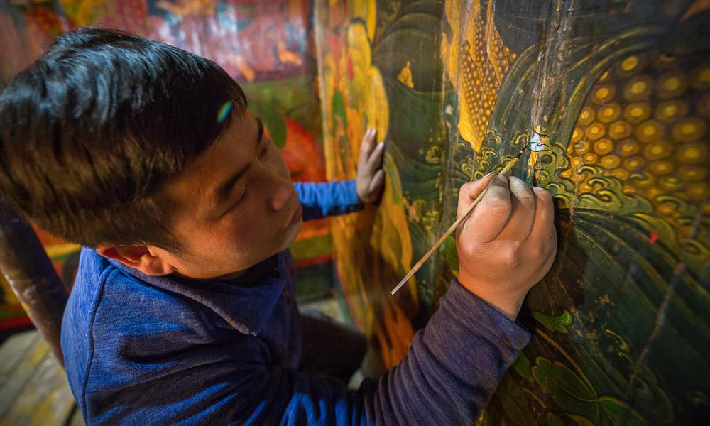 修旧如旧,扎什伦布寺进行壁画修复工作