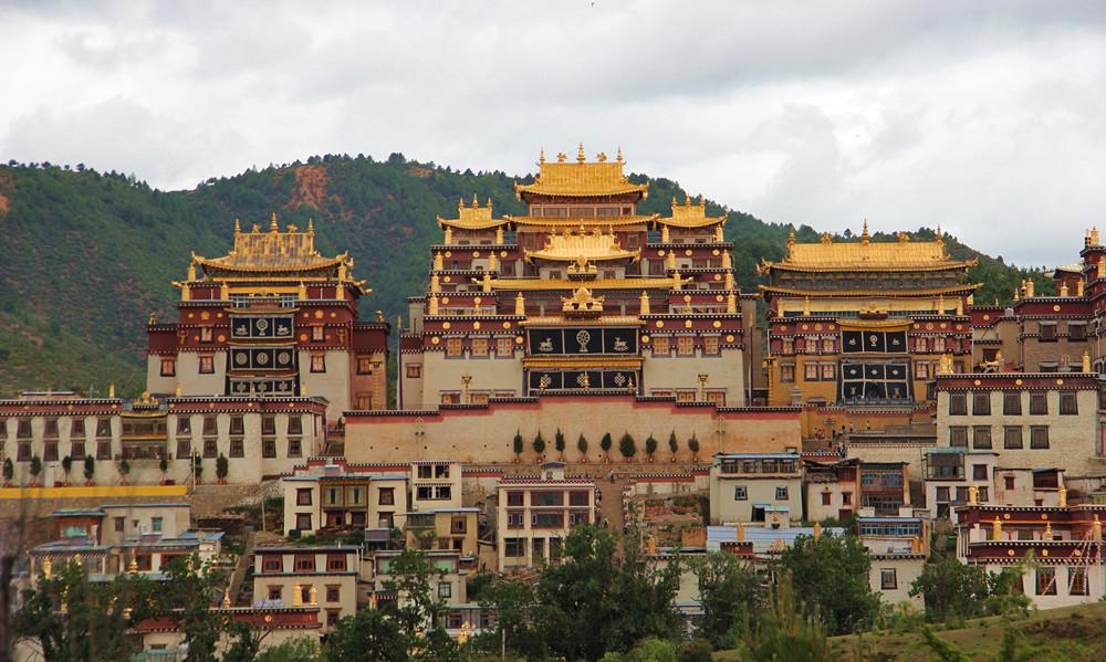 【行在迪庆】康熙敕建、五世达赖赐名的噶丹•松赞林寺