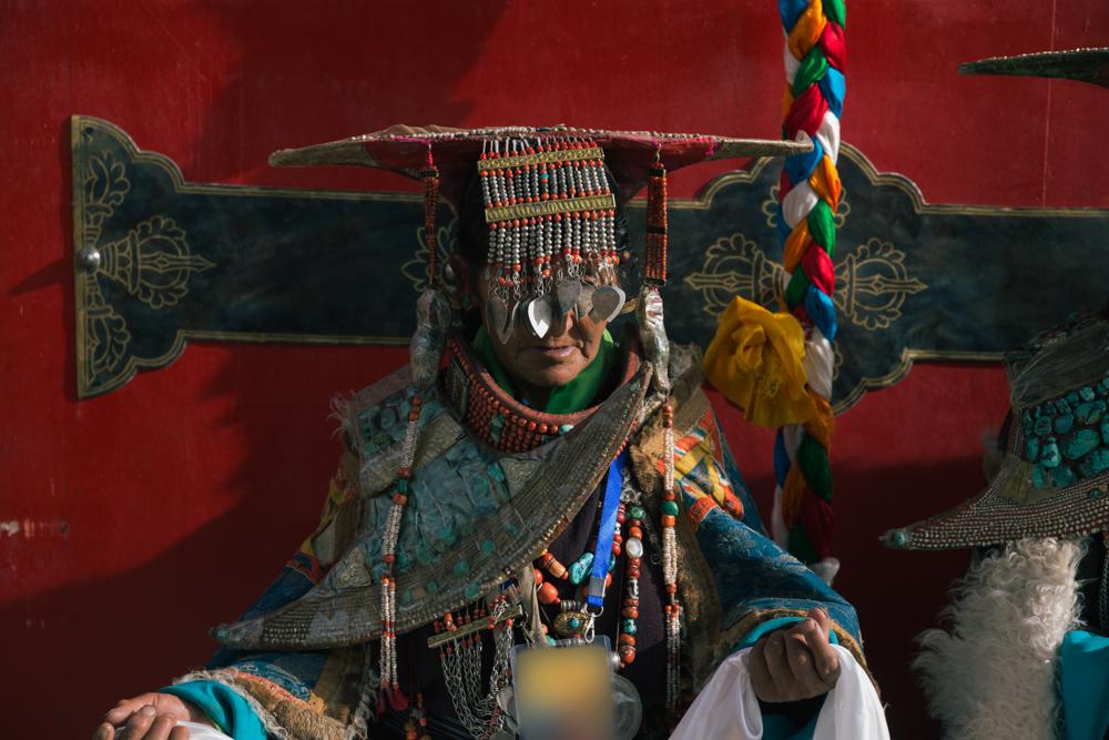 """惊鸿一瞥:西藏阿里""""孔雀服饰""""之美"""