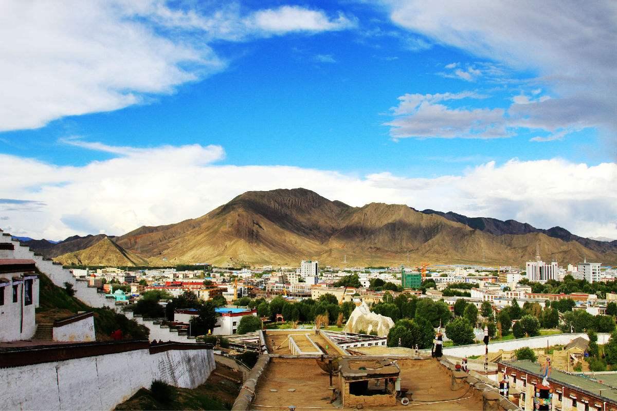 日喀則市持續穩步推進全市駐寺黨組織建設年活動