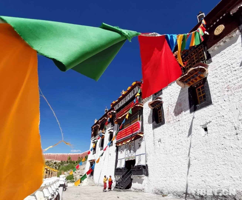 【和美新西藏】实拍 | 西藏白居寺:一寺容三派的后藏佛教建筑