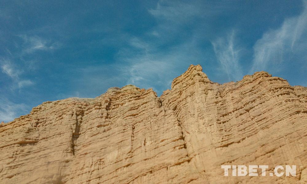 彩霞出贵德,青藏高原之上的地质奇观