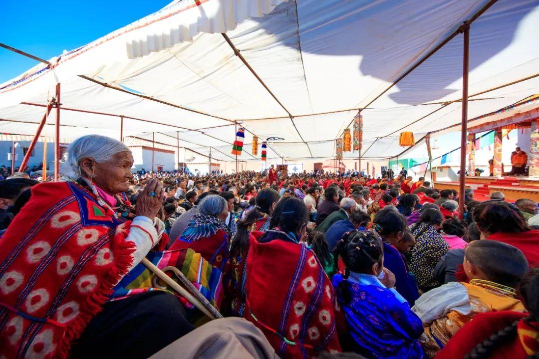 西藏各地信教群众虔诚拥戴十一世班禅额尔德尼·确吉杰布
