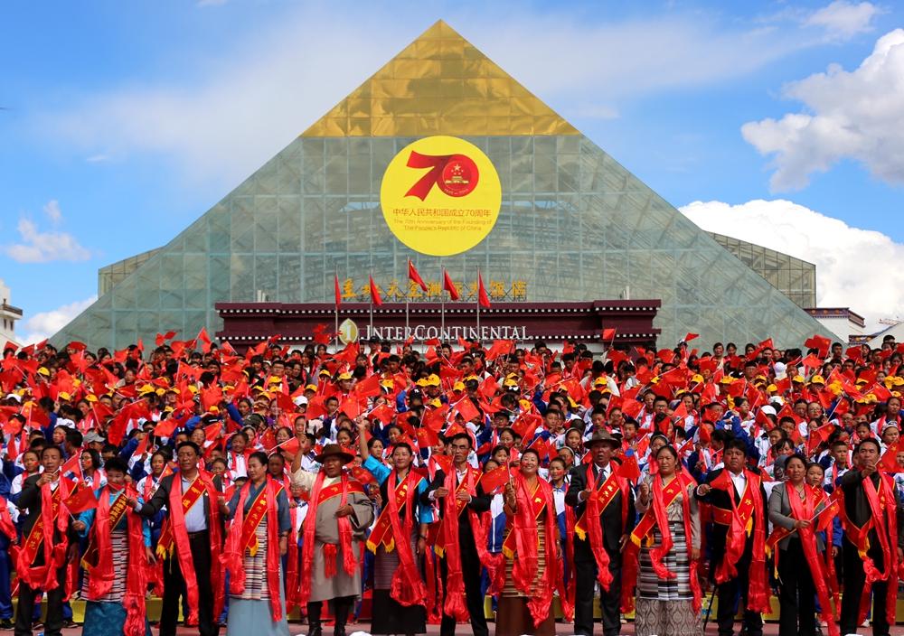 拉萨市万人同歌 献礼新中国成立70周年
