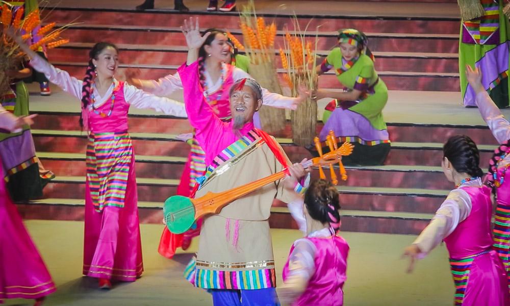 歌舞迎国庆 西藏上演庆祝中华人民共和国成立70周年文艺晚会